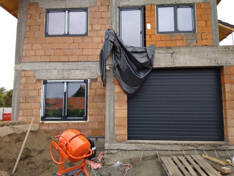 Usa de garaj sectionala casa particulara 6